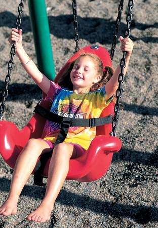 Molded Bucket Seat (5-12 yrs) w/Chains